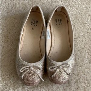 Gap kids platinum/gold ballet slippers